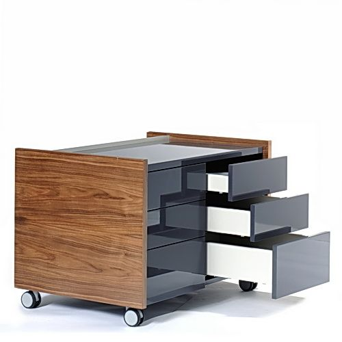 Büromöbel aus der Serie Royal