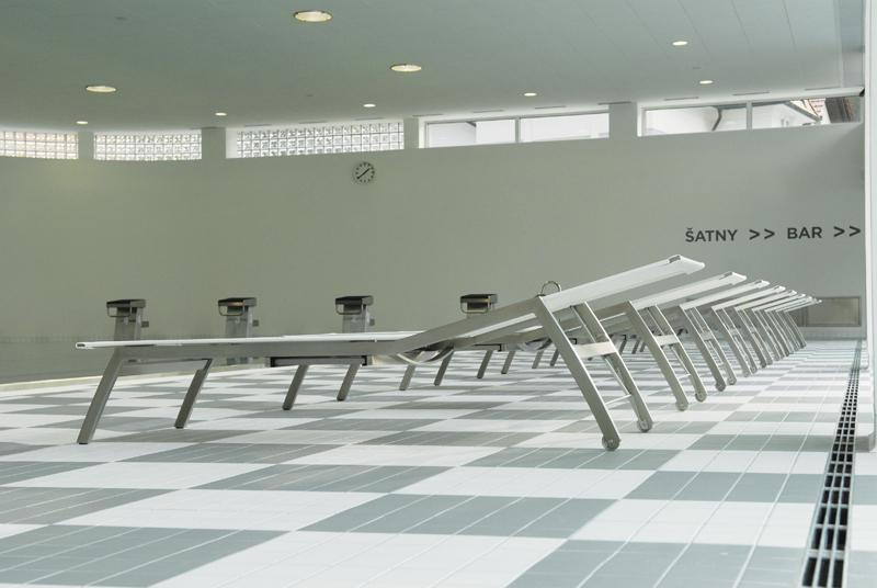 Todus_Batyline loungers_spa_side view